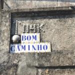 """texto """"Bom Camiño"""" sobre azulejo"""